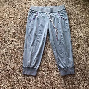 Athleta Crop Capri Pants Women's Size 6